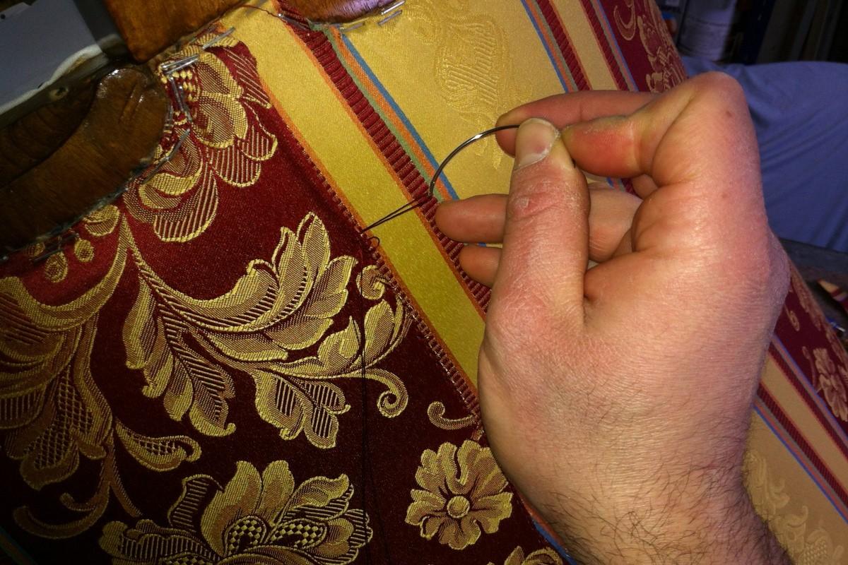 Ručno šivanje tijekom tapeciranja