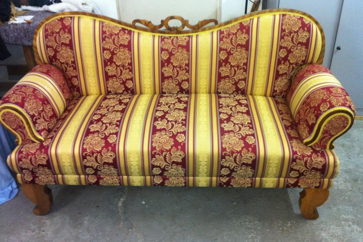 Restauriran biedermeier-ska sofa