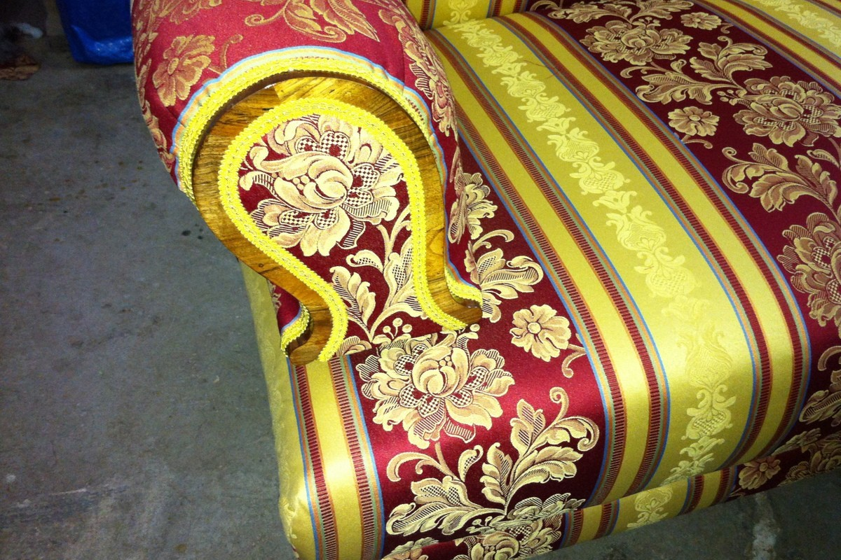 Završeni tapetrski radovi i postavljanje ukrasne trake